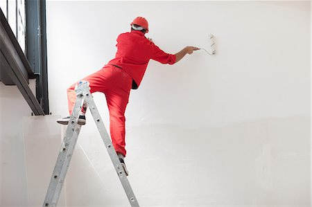 painting - Decorator straddling step ladder Stock Photo - Premium Royalty-Free, Code: 614-06814023