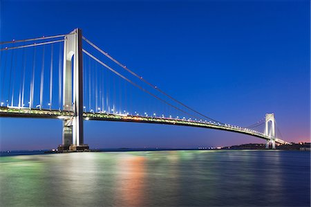 estructura - Verrazano-narrows bridge after sunset, New York City, USA Foto de stock - Sin royalties Premium, Código: 614-06813298