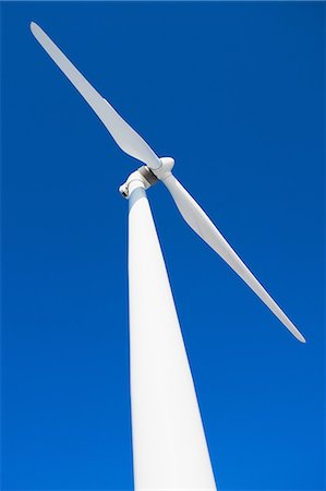 Wind turbine and blue sky Photographie de stock - Premium Libres de Droits, Code: 614-06813372