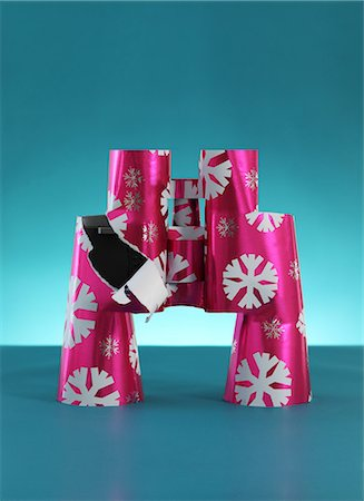 Binoculars wrapped in christmas paper Stock Photo - Premium Royalty-Free, Code: 614-06813439