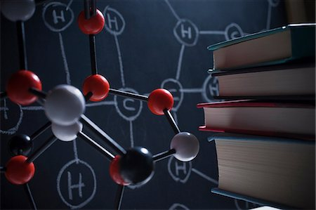 discovery - Molecular model and books Stock Photo - Premium Royalty-Free, Code: 614-06813445