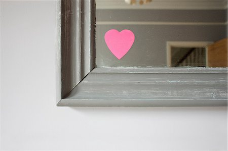 photography - Heart shaped adhesive note on mirror Stock Photo - Premium Royalty-Free, Code: 614-06813492