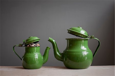 savings - Two teapots with money inside Stock Photo - Premium Royalty-Free, Code: 614-06813507