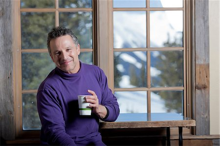 purple - Mature man holding hot drink indoors, smiling Stock Photo - Premium Royalty-Free, Code: 614-06896037