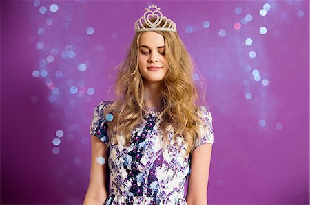 Young woman wearing tiara with glitter Stock Photo - Premium Royalty-Free, Code: 614-06896849