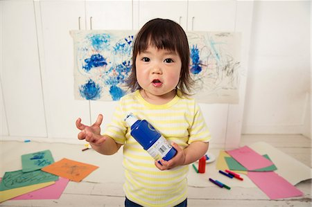draw - Female toddler holding paint bottle Stock Photo - Premium Royalty-Free, Code: 614-06896953