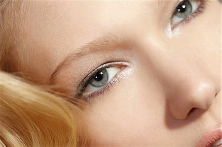 pretty - Close-up portrait of blonde woman looking at camera Stock Photo - Premium Royalty-Free, Code: 614-06897687