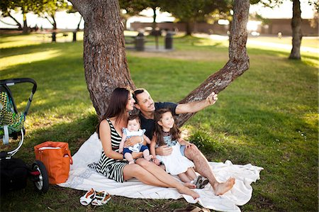 Family with two children sitting on picnic blanket Stock Photo - Premium Royalty-Free, Code: 614-06898056