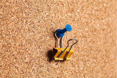 Bulldog clip hanging on corkboard Stock Photo - Premium Royalty-Free, Code: 614-06974275