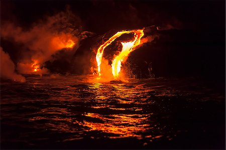 Lava flow into sea at night, Kilauea volcano, Hawaii Stock Photo - Premium Royalty-Free, Code: 614-06974282