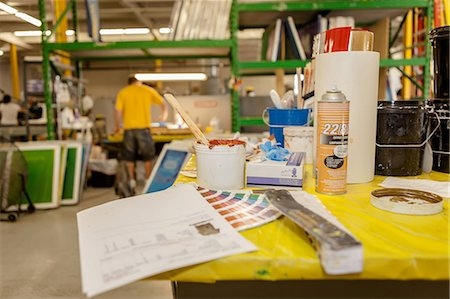 print - Ink and swatches on bench in screen printing workshop Stock Photo - Premium Royalty-Free, Code: 614-07031298