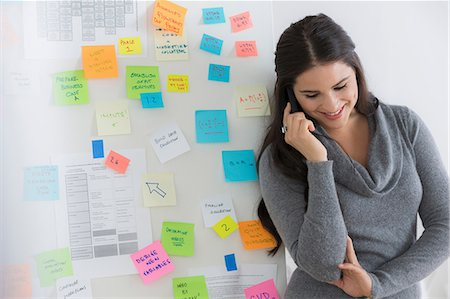 self adhesive note - Portrait of female office worker using mobile Stock Photo - Premium Royalty-Free, Code: 614-07031389