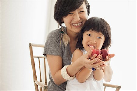 Mother and daughter holding apples, portrait Stock Photo - Premium Royalty-Free, Code: 614-07031649