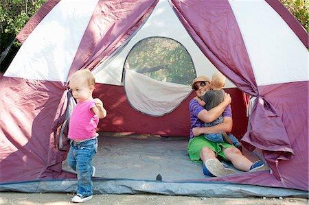 recreation - Father and toddler twins in tent Stock Photo - Premium Royalty-Free, Code: 614-07031801