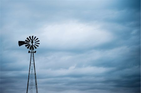 Silhouette of windmill, South Dakota, USA Stockbilder - Premium RF Lizenzfrei, Bildnummer: 614-07031810