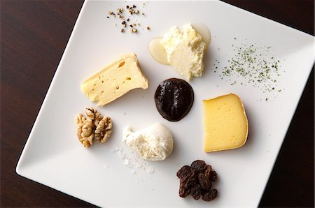 Still life with selection of cheeses Stock Photo - Premium Royalty-Free, Code: 614-07032115