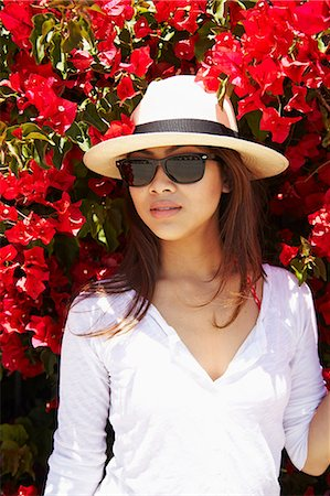 sunglasses - Young woman in front of flowers, Palos Verdes, California, USA Stock Photo - Premium Royalty-Free, Code: 614-07032127