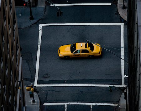 shadow - Yellow cab in middle of crossroad, New York, New York State, USA Stock Photo - Premium Royalty-Free, Code: 614-07145754