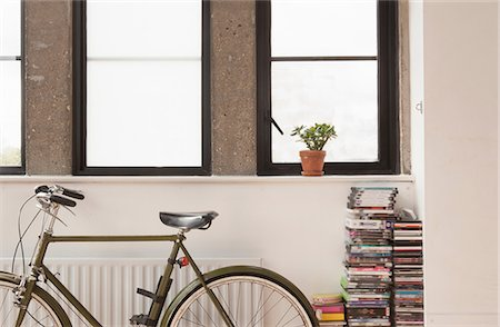 Apartment interior with bicycle and cd collection Stockbilder - Premium RF Lizenzfrei, Bildnummer: 614-07146114