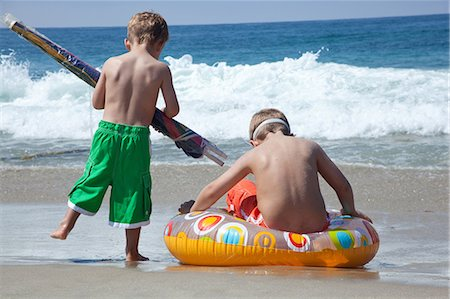 Two young brothers playing on beach Stock Photo - Premium Royalty-Free, Code: 614-07146387