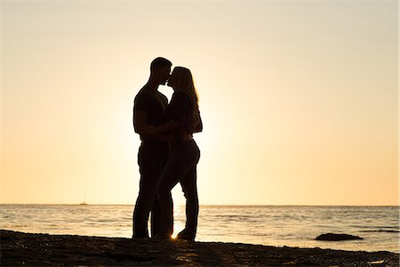 Silhouette of young couple kissing, Sunset Cliffs, San Diego, California, USA Stock Photo - Premium Royalty-Free, Code: 614-07234969