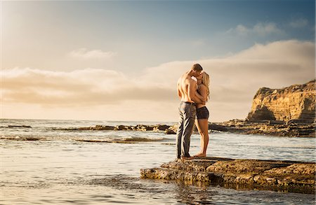 Young couple kissing on rocks, Sunset Cliffs, San Diego, California, USA Stock Photo - Premium Royalty-Free, Code: 614-07234971