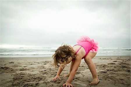 playing - Female toddler playing with sand Stock Photo - Premium Royalty-Free, Code: 614-07240007