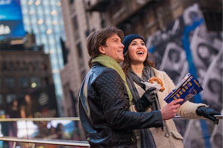 surprised - Young couple on vacation with map and bagel, New York City, USA Stock Photo - Premium Royalty-Free, Code: 614-07444087