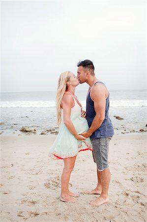 pregnant women kissing - Pregnant couple kissing on the beach Stock Photo - Premium Royalty-Free, Code: 614-07444314