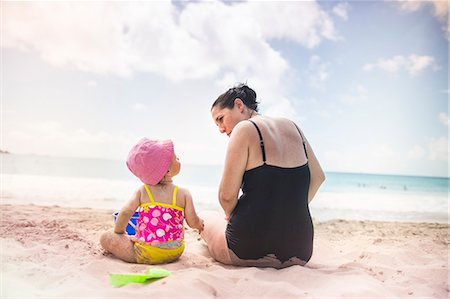 Mother and daughter by seaside Stock Photo - Premium Royalty-Free, Code: 614-07487083