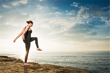 Women on cliff, in yoga position Stock Photo - Premium Royalty-Free, Code: 614-07487188