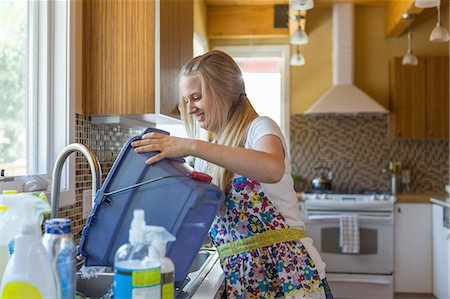 Young woman cleaning kitchen with green cleaning products Stock Photo - Premium Royalty-Free, Code: 614-07806125