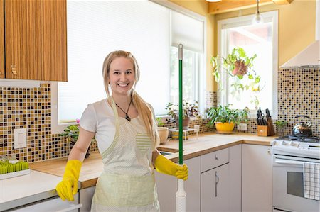 Young woman cleaning kitchen with green cleaning products Stock Photo - Premium Royalty-Free, Code: 614-07806126