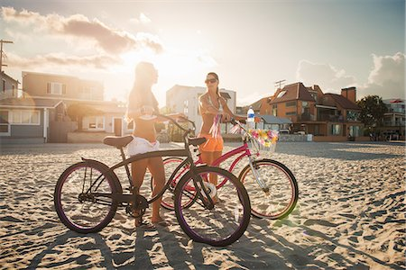 Two women cyclists chatting on beach, Mission Bay, San Diego, California, USA Stock Photo - Premium Royalty-Free, Code: 614-07911746