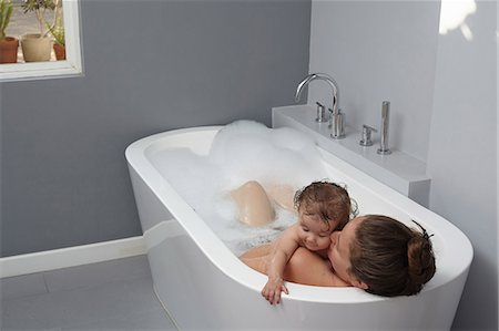 Mother and baby girl in bathtub Stock Photo - Premium Royalty-Free, Code: 614-08000291