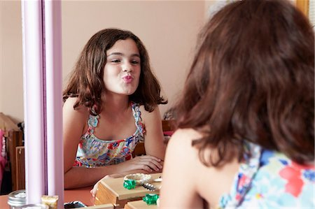 pucker - Girl puckering lips in bedroom mirror Stock Photo - Premium Royalty-Free, Code: 614-08030621