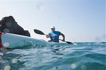 Kayaker rowing in sea Stock Photo - Premium Royalty-Free, Code: 614-08066195
