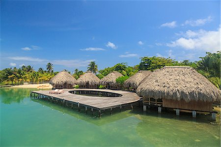 Stilted waterfront chalets and boardwalk, St. Georges Caye, Belize, Central America Stockbilder - Premium RF Lizenzfrei, Bildnummer: 614-08487878