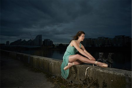 Ballet dancer sitting on wall Stock Photo - Premium Royalty-Free, Code: 614-08875940