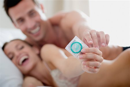 Couple with a condom Stock Photo - Premium Royalty-Free, Code: 614-01433047
