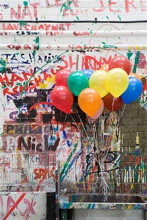 Balloons in art classroom Stock Photo - Premium Royalty-Free, Code: 614-01755838