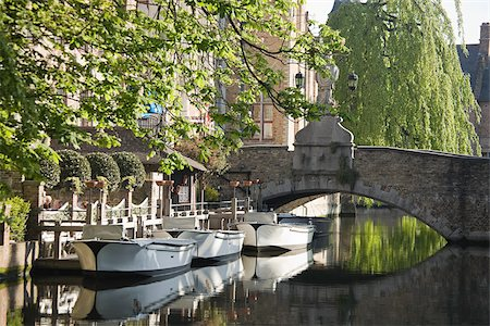 Canal in bruges Stock Photo - Premium Royalty-Free, Code: 614-02611740