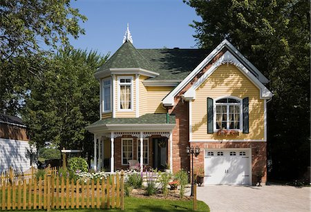 Detached house Stock Photo - Premium Royalty-Free, Code: 614-03241081