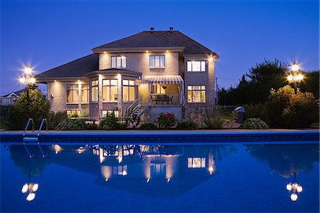 Large house with swimming pool Stock Photo - Premium Royalty-Free, Code: 614-03359404