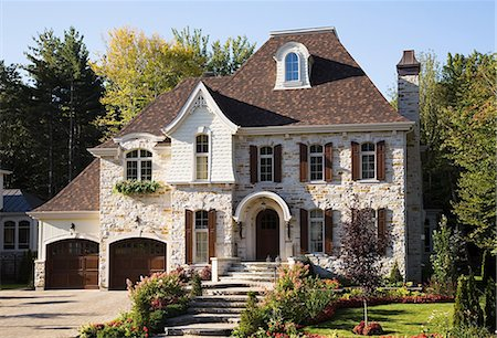 Exterior of a large house Stock Photo - Premium Royalty-Free, Code: 614-03359673