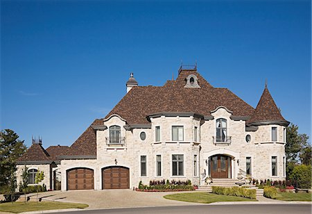 Exterior of a large house Stock Photo - Premium Royalty-Free, Code: 614-03359701