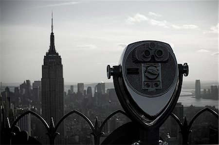 Binoculars and empire state building Stock Photo - Premium Royalty-Free, Code: 614-03455112
