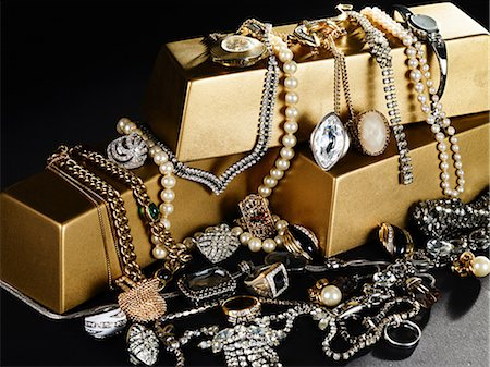 expensive jewelry - Jewelry and gold bars Stock Photo - Premium Royalty-Free, Code: 614-03468702