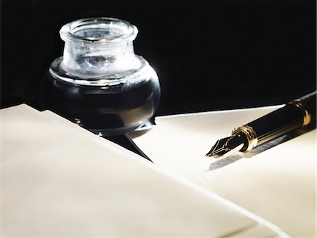 Paper with ink and pen Stock Photo - Premium Royalty-Free, Code: 614-03468725