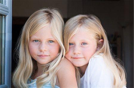 Blond twin girls, portrait Stock Photo - Premium Royalty-Free, Code: 614-03576626